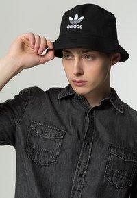 adidas Originals - BUCKET HAT UNISEX - Cappello - black/ white - 0