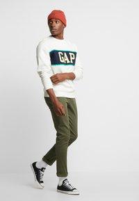 GAP - V-MINI CREW - Sweatshirt - carls stone - 1