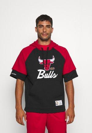 NBA CHICAGO BULLS HOODY - Klubové oblečení - black