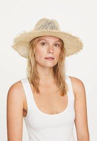 OYSHO - Hat - beige - 1