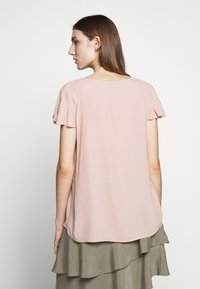 Bruuns Bazaar - LILLI ABELINE - Blouse - cream rose - 2