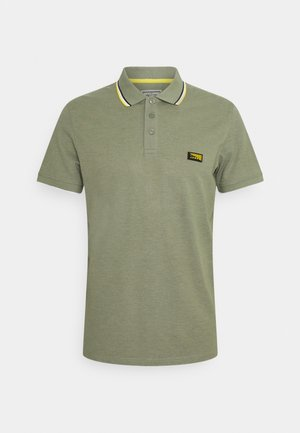 JCOCHARMING TURK - Polo shirt - oil green