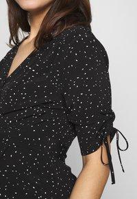 Seraphine - LAUREN KNEE LENGTH WRAP DRESS - Vestido informal - black/white - 4