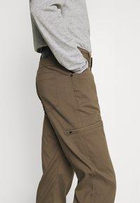 Wrangler - ALL TERRAIN GEAR UTILITY PANT - Cargo trousers - morel - 3