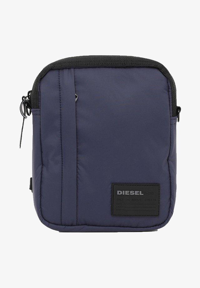 DISCOVER-ME ODERZO  - Across body bag - blau