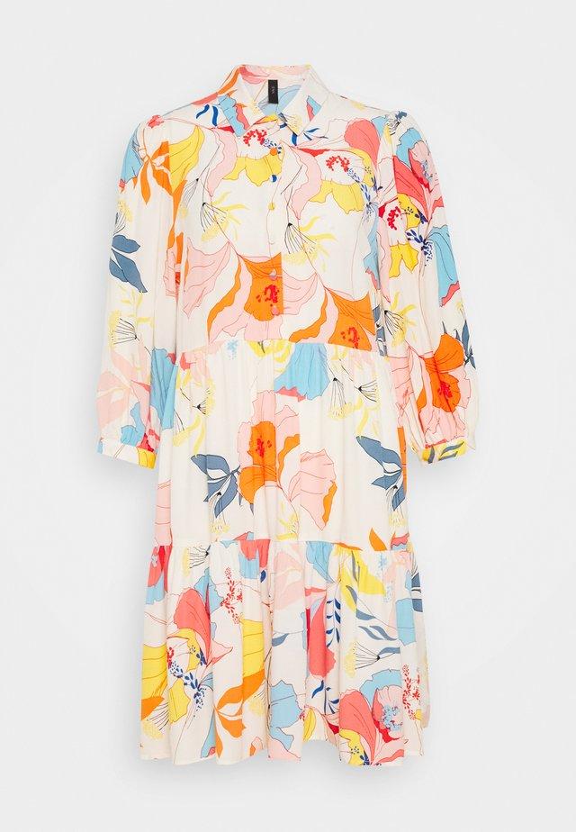 YASERIKA DRESS - Skjortekjole - eggnog