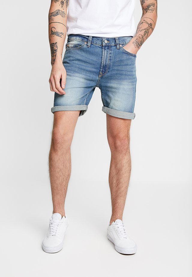 ROLLED HEM  - Denim shorts - mid vintage wash