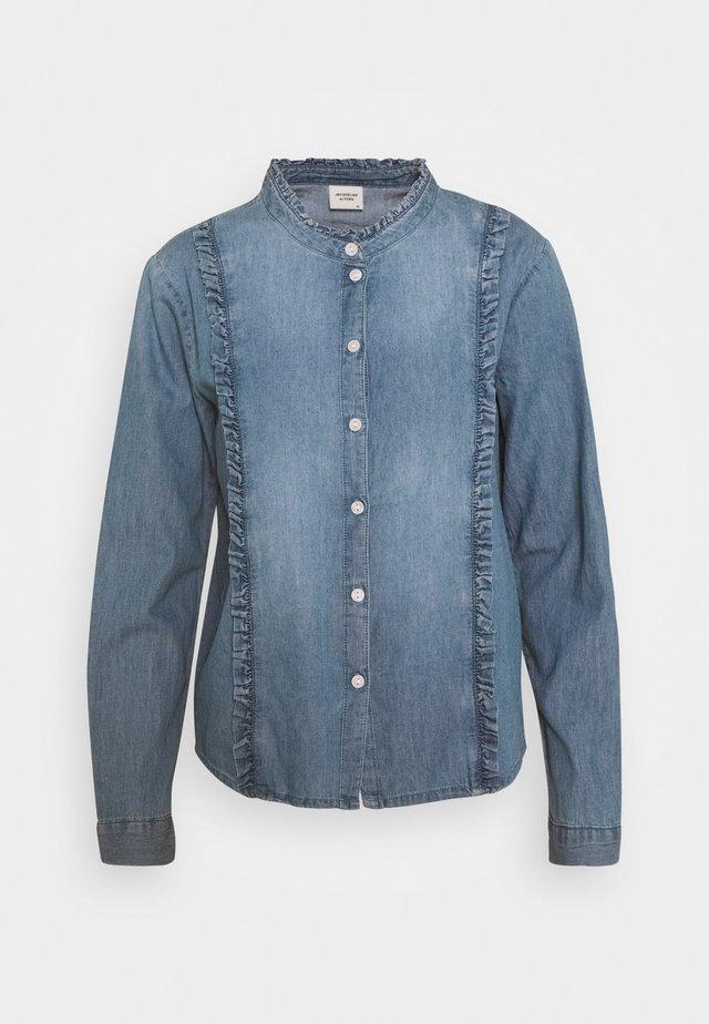 JDYSILLE LIFE FRILL - Button-down blouse - medium blue denim