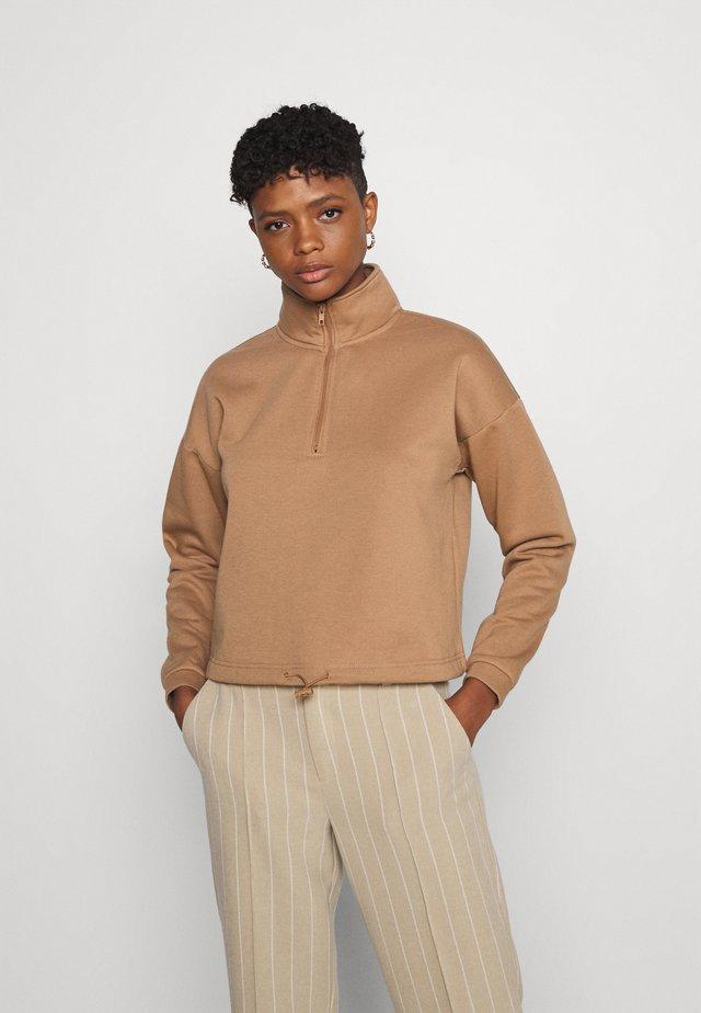 VMNATALIE HIGHNECK ZIP  - Mikina - tawny brown