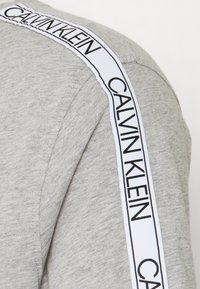 Calvin Klein Swimwear - CORE LOGO RELAXED CREW TEE - Pyjama top - grey - 2