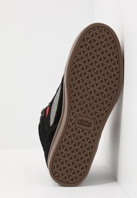 Etnies - AGRON - Obuwie deskorolkowe - black/grey/red - 4