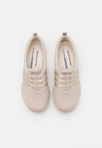 Skechers - BREATHE EASY - Sneakers laag - natural - 5