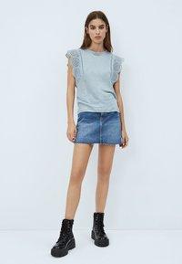 Pepe Jeans - CLARA - Print T-shirt - blue/grey - 1