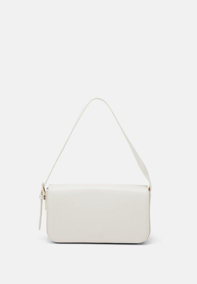 STAVERN - Käsilaukku - beige