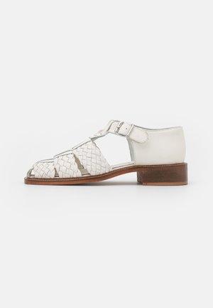 FRANCES - Loaferit/pistokkaat - white