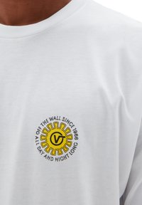Vans - MN DAY AND NIGHT SS - Print T-shirt - white - 1