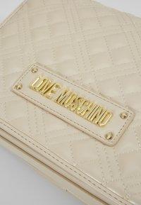 Love Moschino - BORSA - Handbag - ivory - 4