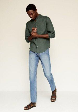 SLIM FIT  - Camisa - kaki