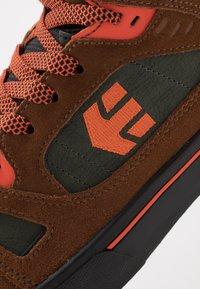 Etnies - AGRON - Skate shoes - brown/black - 5