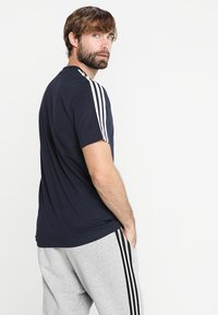 adidas Performance - ESSENTIALS SPORTS SHORT SLEEVE TEE - Print T-shirt - legend ink/white - 2