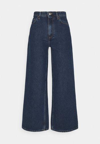 KIRI  - Jeans a zampa - stone blue