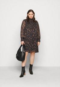 Vero Moda Curve - VMFANT O-NECK DRESS - Day dress - phantom - 1