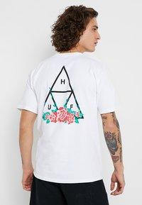 HUF - CITY ROSE TEE - Print T-shirt - white - 0