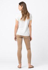 HALLHUBER - WEIT GESCHNITTENES - Basic T-shirt - offwhite - 1