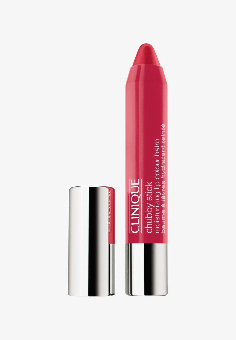 Clinique - CHUBBY STICK MOISTURIZING LIP COLOUR BALM - Lip balm - 05 chunky cherry