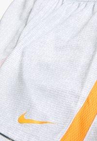 Nike Performance - DRY SHORT - Krótkie spodenki sportowe - white/hyper crimson - 3