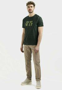 camel active - Print T-shirt - leaf green - 1