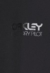 Oakley - ARROYO TRAIL SHORTS - Urheilushortsit - blackout - 5
