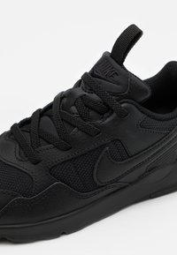 Nike Sportswear - PEGASUS '92 LITE - Trainers - black - 5