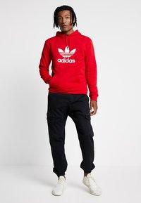 adidas Originals - TREFOIL HOODIE UNISEX - Hoodie - scarlet/white - 1