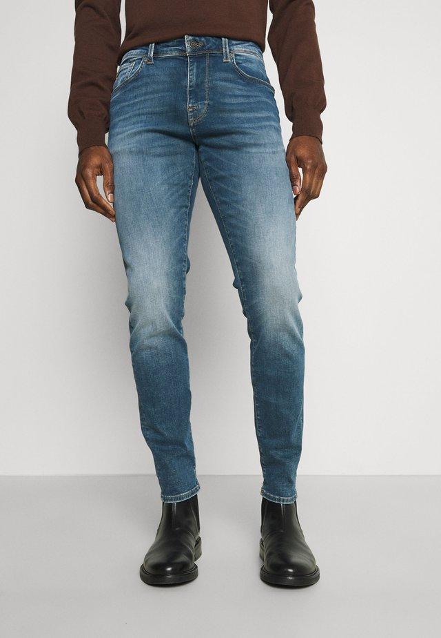 LEON - Jeans slim fit - medium blue denim