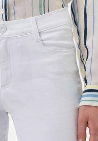 BRAX - STYLE SHAKIRA  - Jeans Skinny Fit - white - 4