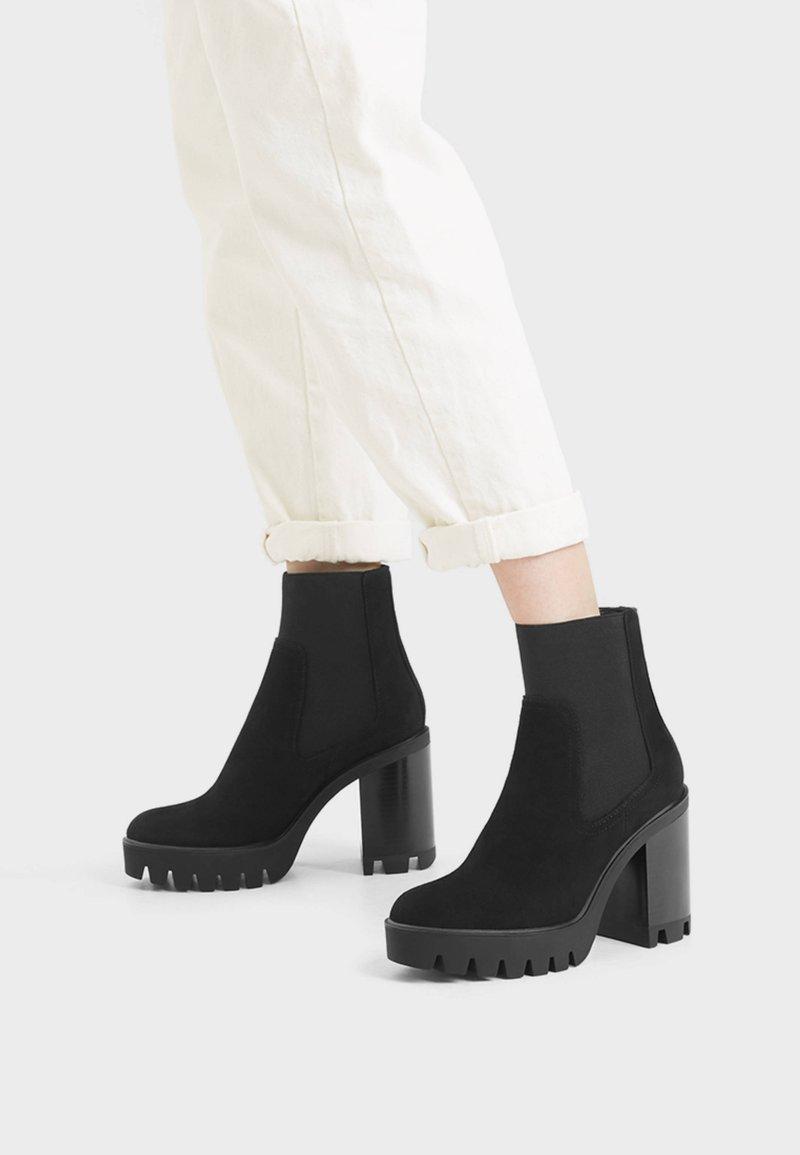 Bershka - Kotníková obuv na vysokém podpatku - black