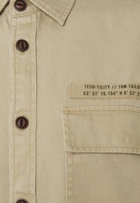 TOM TAILOR DENIM - OVERSHIRT - Lehká bunda - smoked beige - 2