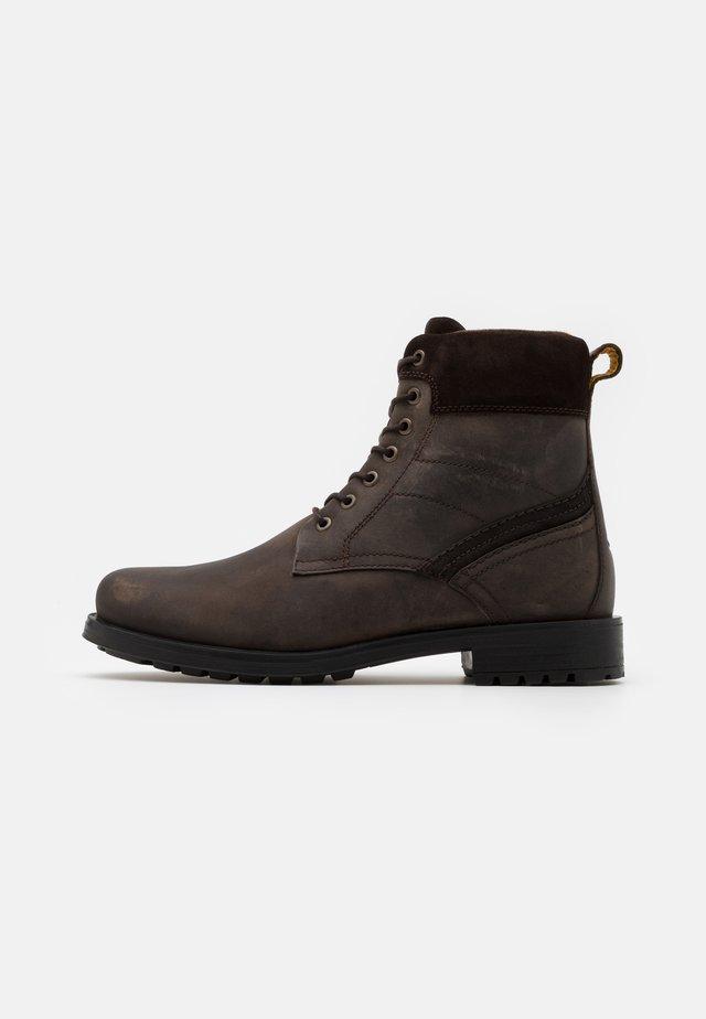 MONT - Šněrovací kotníkové boty - dark brown