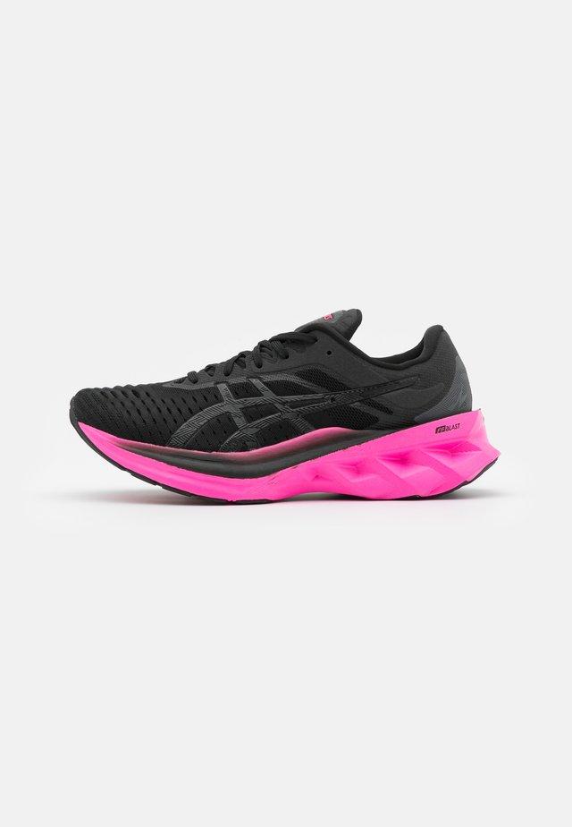NOVABLAST - Neutral running shoes - black/pink glow