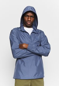 Urban Classics - BAND COLLAR PULL OVER - Kevyt takki - vintage blue - 0