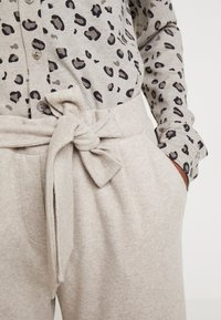 Gerry Weber Casual - Trousers - light taupe melange - 5