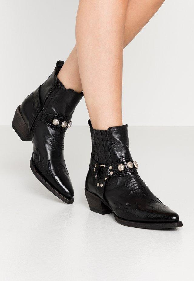 Cowboy/biker ankle boot - black yango/tequila