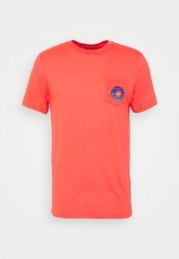 Fox Racing - REVOLVER POCKET TEE - Print T-shirt - atomic punch - 0