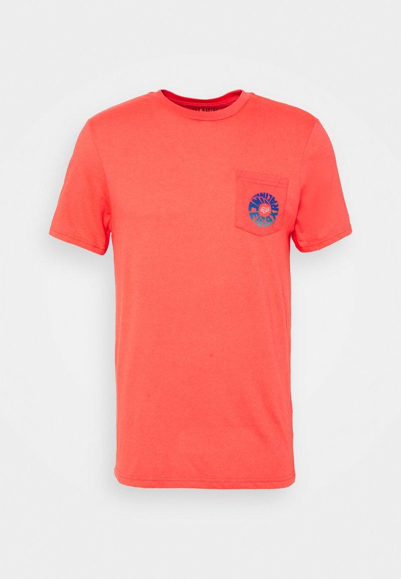 Fox Racing - REVOLVER POCKET TEE - Print T-shirt - atomic punch