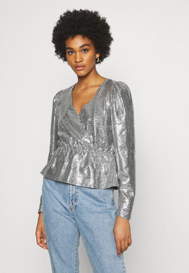 WARREN SEQUINS - Langærmede T-shirts - silver