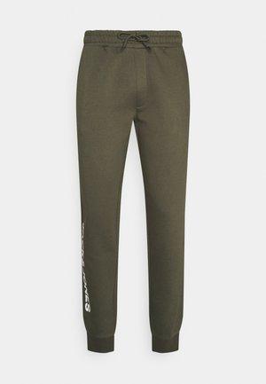 JJIGORDON SIDE PANTS - Pantalones deportivos - forest night