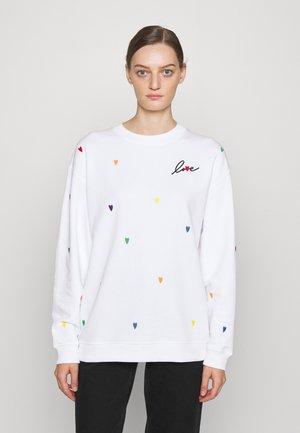 EMBROIDERED HEARTS  - Sweatshirt - fresh white