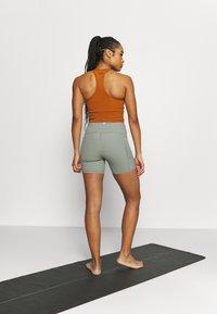 Cotton On Body - POCKET BIKE SHORT - Medias - basil green - 2