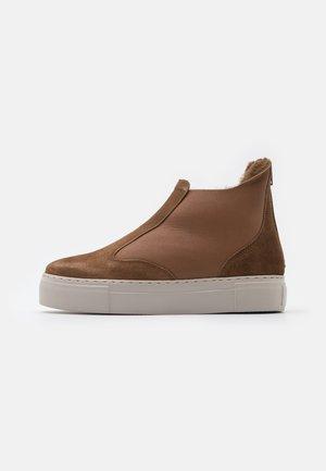 BERN - Kotníkové boty - cognac